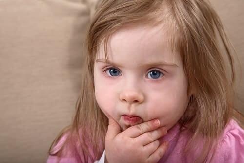 Девочка с задержкой речевого и психического развития