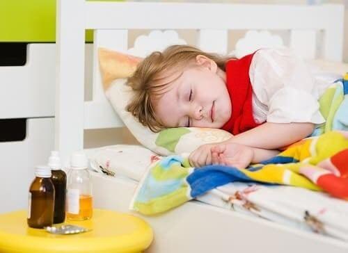 Девочка спит после приема снотворных