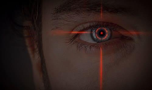 Освещение глаза лазерным пучком