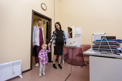 Визит в клинику при алалии