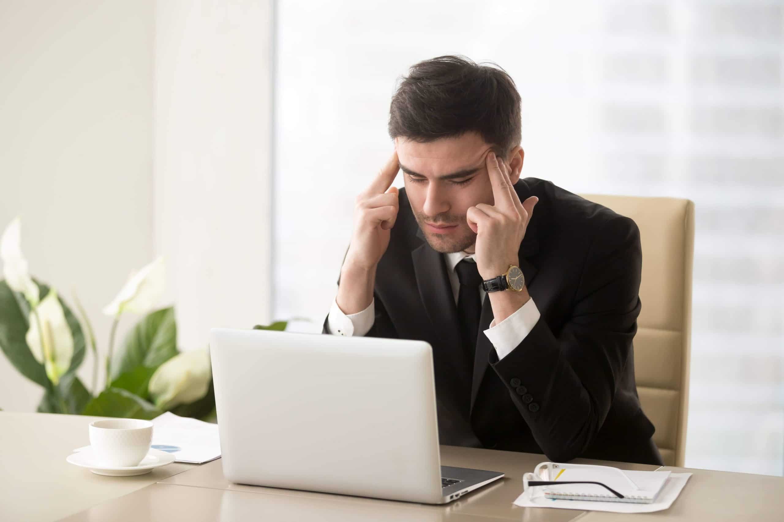 головная боль у молодого мужчины