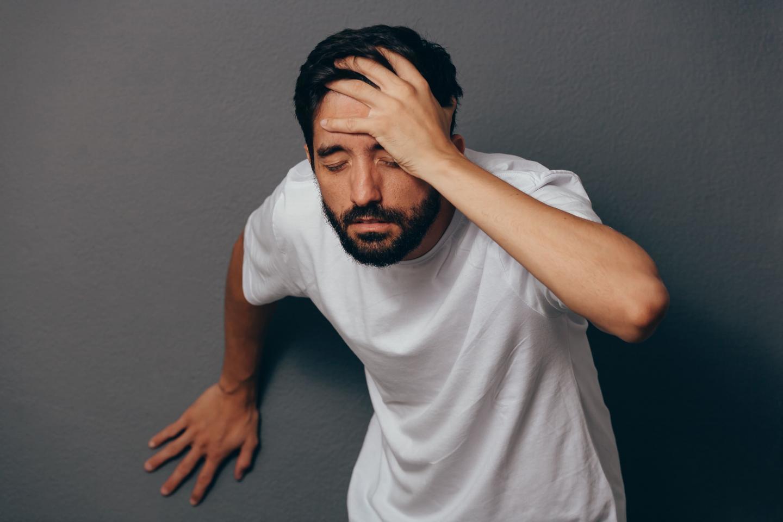 головокружение и шаткость у молодого мужчины