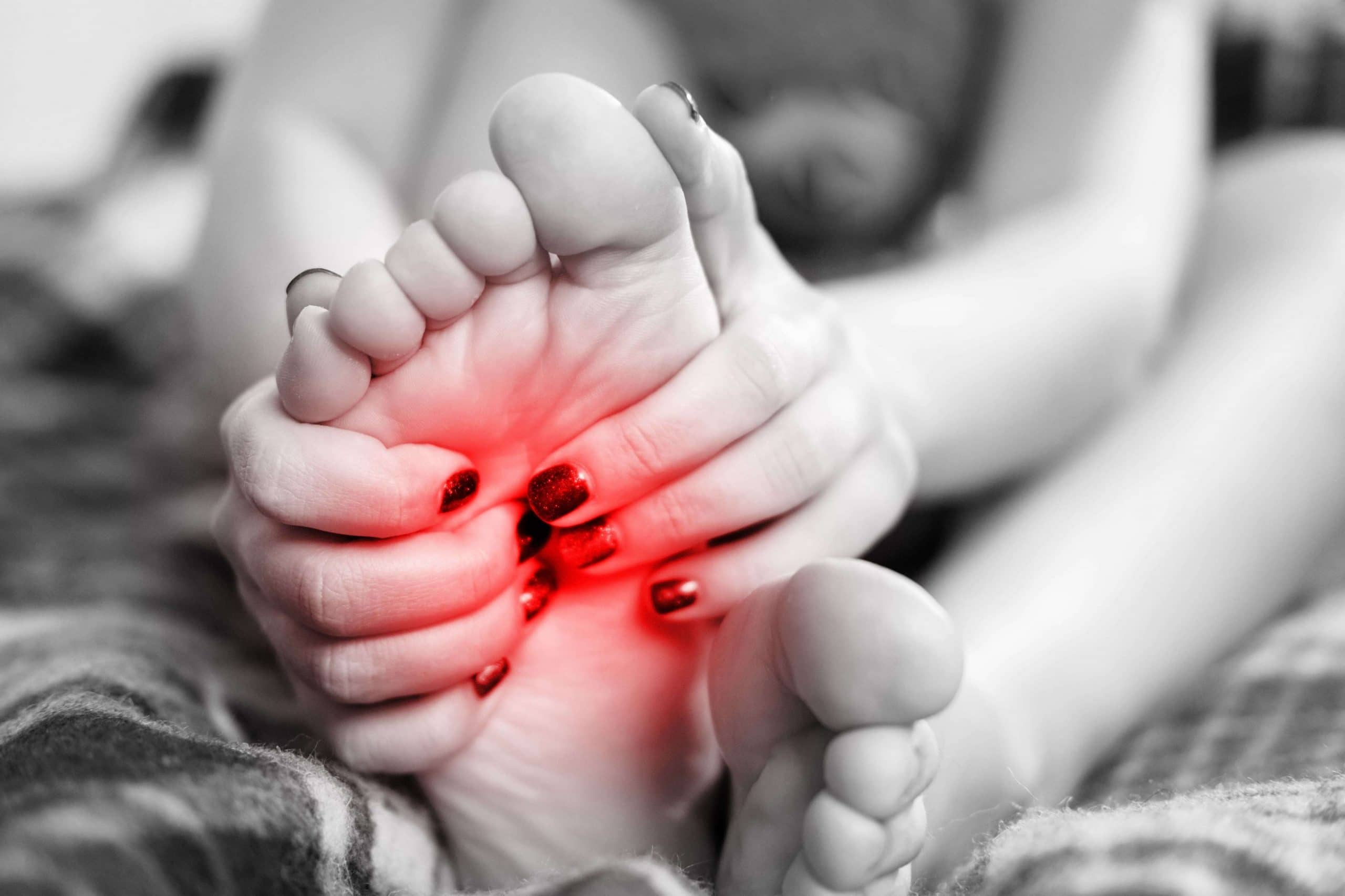 боль и неприятное ощущение в стопах