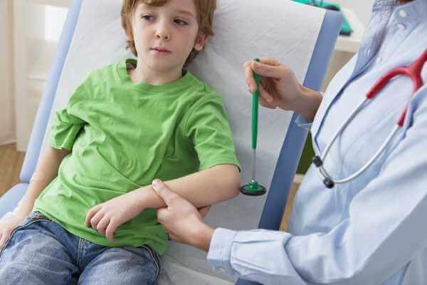 Ребенок на приеме у невролога - осмотр