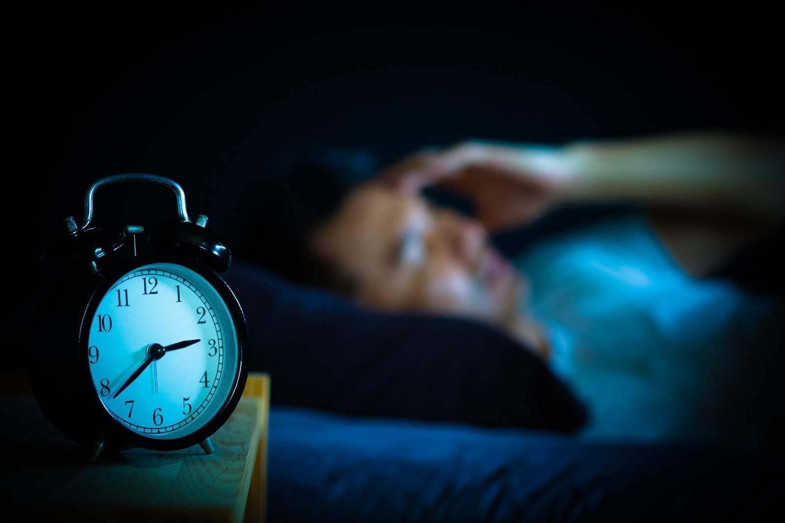 Повышенный риск рака. Повышенное освещение ночью приводит к нарушению сна, что повышает риск развития рака, особенно молочной железы и рака простаты. Мелатонин является мощным антиоксидантом и естественным оружием организма против рака, но он подавляется «синим светом». Нарушение сна