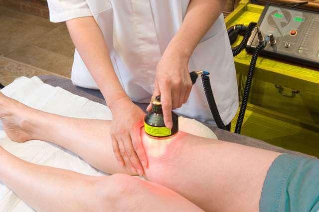 Лечение лазером в области коленного сустава