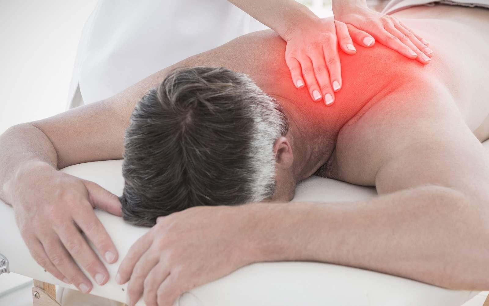 Пациент на процедуре массажа
