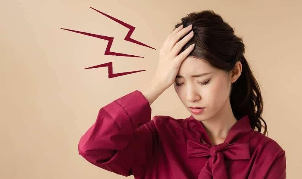 Боль в голове у подростка при мигрени