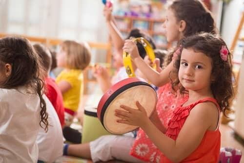 Ребенок участвует в детсом коллективе