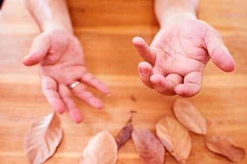 Неловкие руки при Паркинсоне