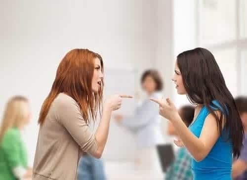 Подросток с СВДГ скандалит и спорит