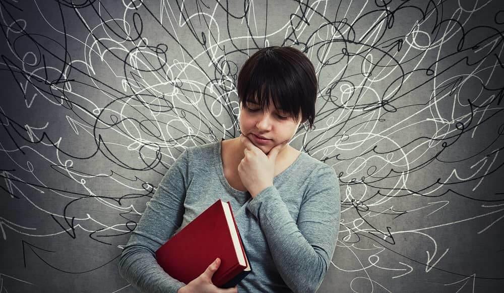 Подросток с СДВГ задумывается о трудностях