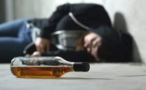 Алкоголик упал в приступе эпилепсии