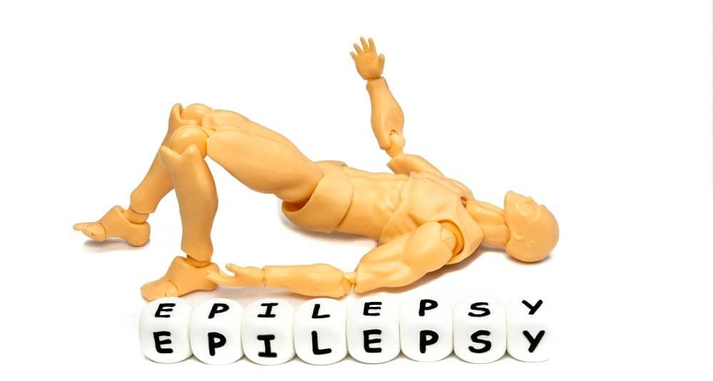 Человек страдает врожденной и приобретенной эпилепсией