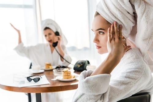 Приступ мигрени вызванный едой и шумом