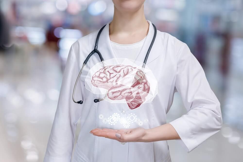 Врач и изображение головного мозга