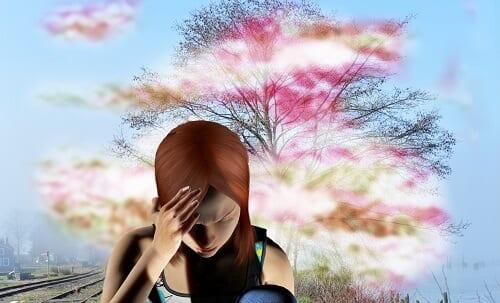 Девушка ощущает ауру перед приступом мигрени