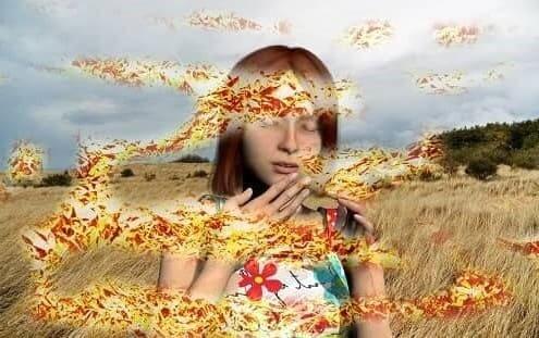 Девушка ощущает несуществующие запахи и образы
