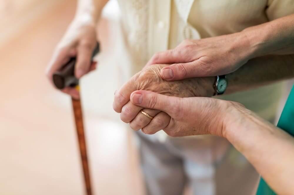 Инвалид с болезнью Паркинсона