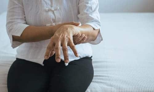 Тремор одной руки первый признак болезни Паркинсона