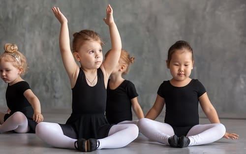 Дети занимаются и танцевальной студии