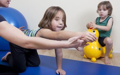 Упражнение ЛФК с ребенком с эпилепсией