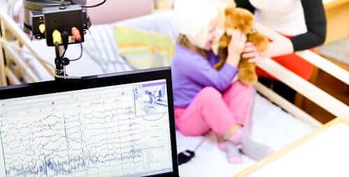 Запись электроэнцефалограммы ребенку в процессе игры