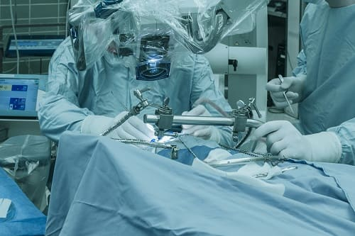 Хирургическая операция на мозге