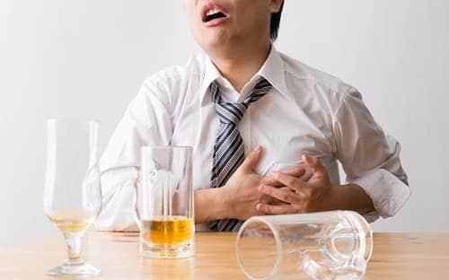 Мужчине плохо с сердцем после алкоголя