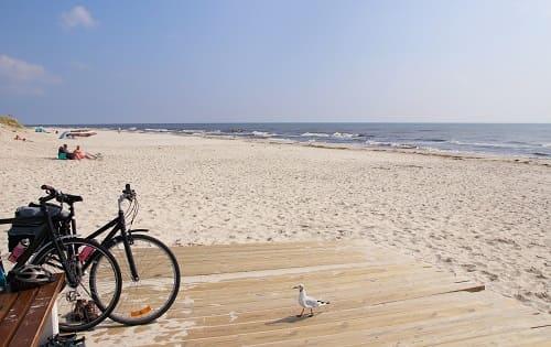 Пляж, море велосипеды и отдых