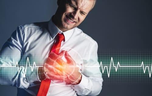Сердечный приступ и аритмия у мужчины