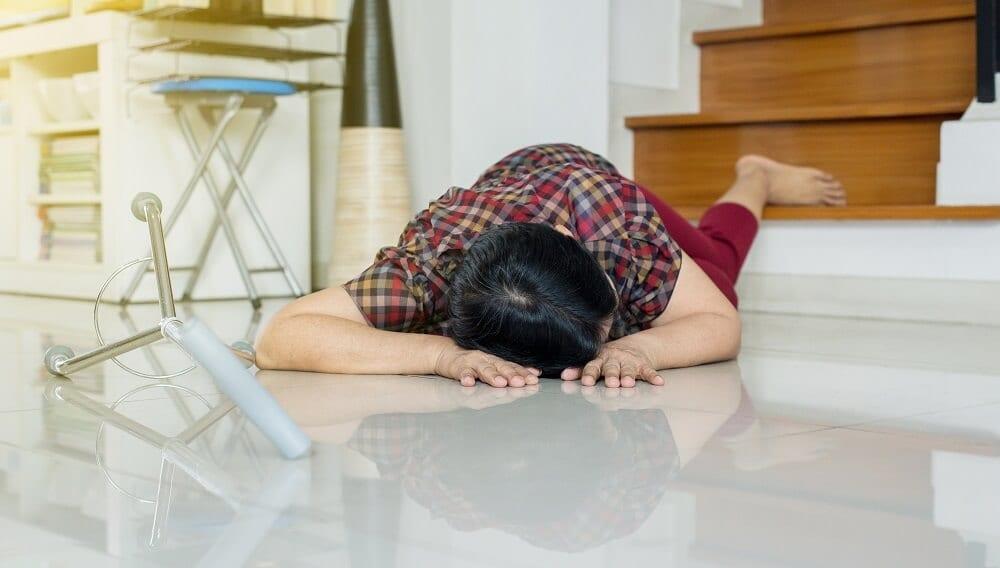 Женщина получила травму головы в домашних условиях