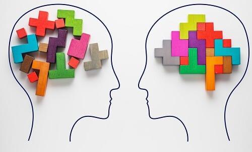 В голове из кубиков собрана фигура