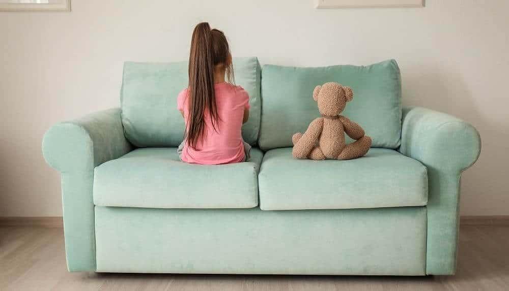 Девочка с аутизмом отвернулась от мира