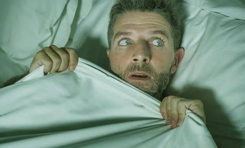 Мужчина проснулся ночью в страхе
