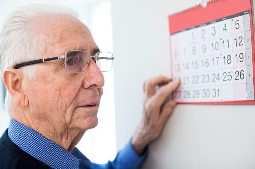Пжилой мужчина забыл сегодняшний день