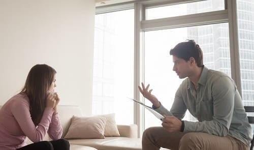 Приступ ВСД у девушки парень открыл окно успокаивает