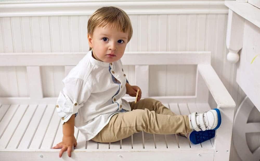 Ребенок аутист стремится уединиться
