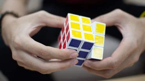 Собирать кубик Рубика для профилактики Альцгеймера