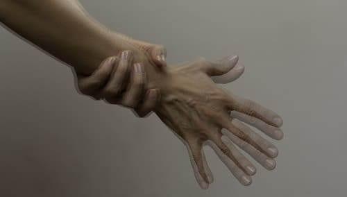Тремор руки при болезни Паркинсона
