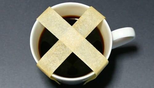 Чашка кофе заклееная скотчем
