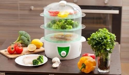 Свежие овощи вокруг пароварки