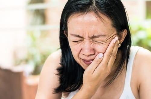 У женщины приступ невралгии при неврите лицевого нерва