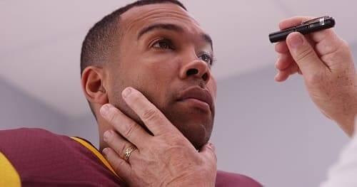 Жалобы на зрение у игрока в американский футбол