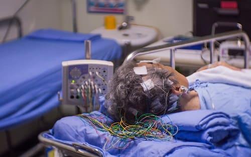 Запись энцефалоргаммы у пожилого с энцефалопатией