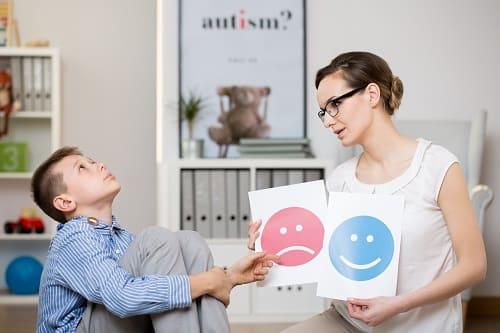 Аутист не хочет работать с дефектологом
