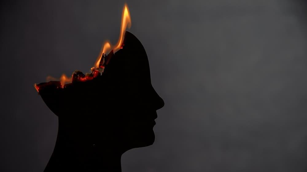 Энцефалопатия сжигает мозг человека