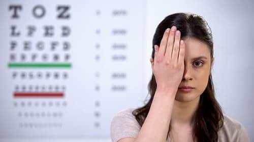 При неврите зрительного нерва страдает острота зрения