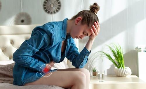 Месячные могут сочетаться с головной болью