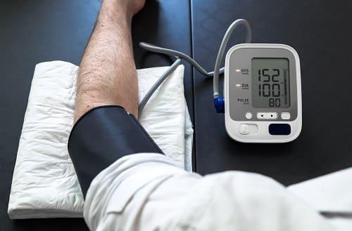 Шейный остеохондроз и ВСД приводят к гипертонии